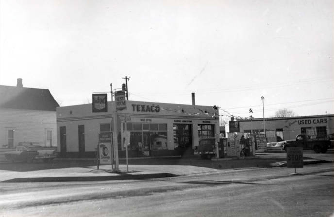 item thumbnail for Texaco service station at SW 3rd and Almon Street