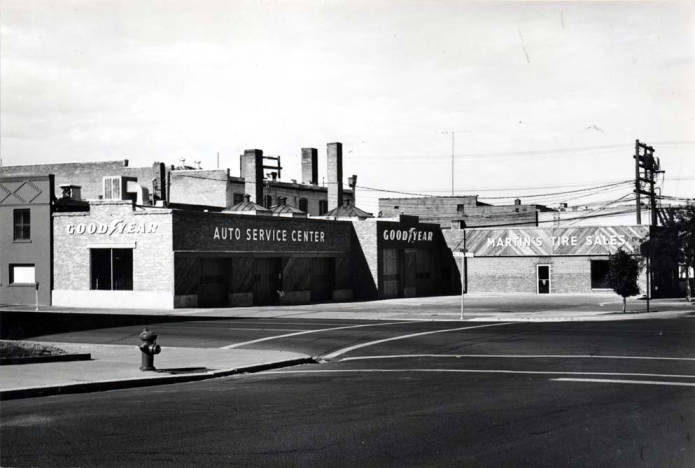 item thumbnail for Martin's Tire Service tire dealership at SW 2nd and Washington Street [01]