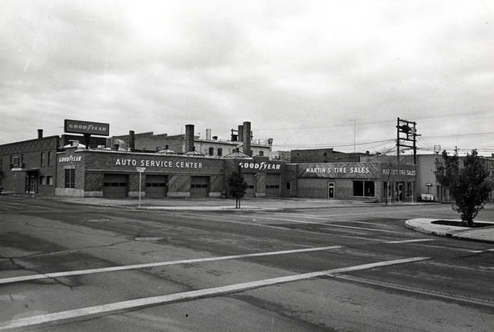 item thumbnail for Martin's Tire Service tire dealership at SW 2nd and Washington Street [02]
