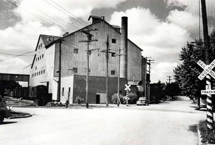 item thumbnail for Washburn-Wilson Seed Company commercial pea processing plant