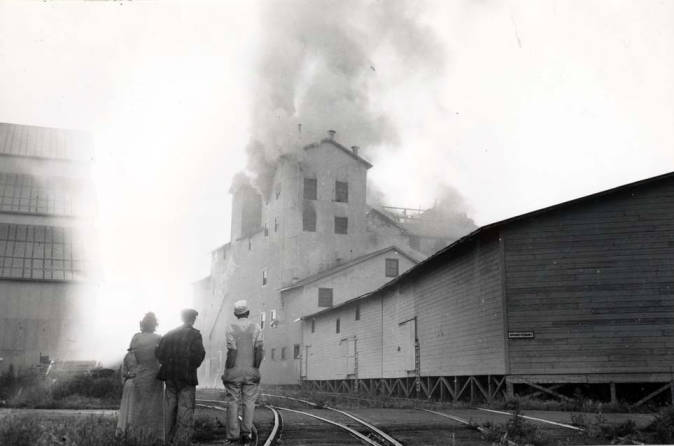 item thumbnail for Washburn-Wilson Seed Company west end of plant during fire