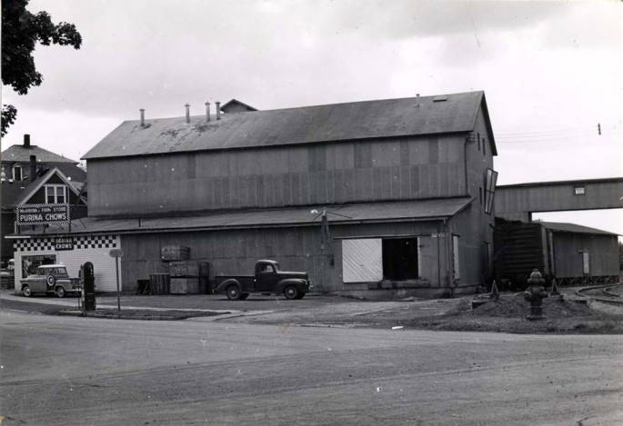 item thumbnail for Washburn-Wilson Seed Companybarley pearling and feed plant, built in 1946