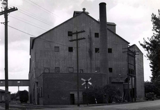 item thumbnail for Washburn-Wilson Seed Company pea and lentil processing plant