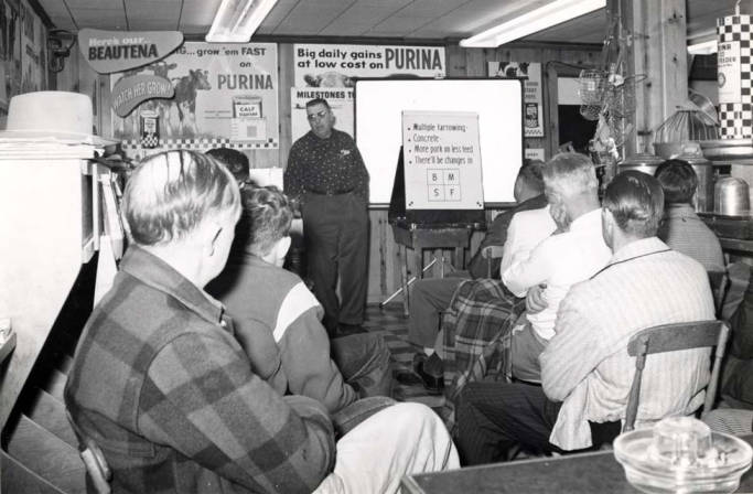 item thumbnail for Lyle Smith, Purina salesman, conducting a hog meeting