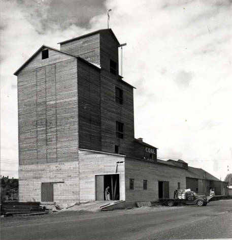 item thumbnail for Washburn-Wilson Seed Company pea processing plant on Troy Highway