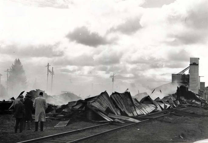item thumbnail for Former Washburn-Wilson Seed Company plant destroyed by fire