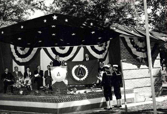 item thumbnail for Washburn-Wilson Seed Company awards ceremony in East City Park