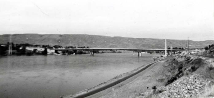 item thumbnail for Lewiston, Idaho, looking north at new insterstate bridge