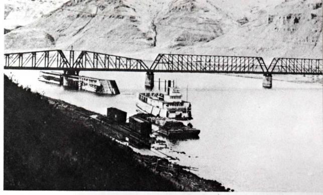 item thumbnail for Riverboat Spokane at Riparia railroad bridge