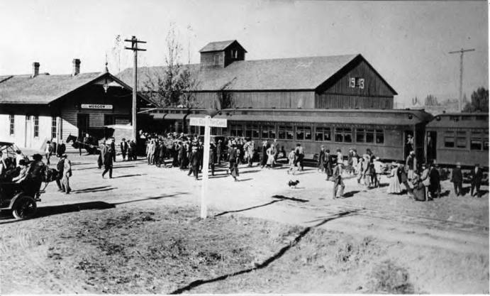 item thumbnail for Arrival of W.S.C. [Washington State College] Football Team and Rooters at the U.P. [Union Pacific] Depot October 19, 1911