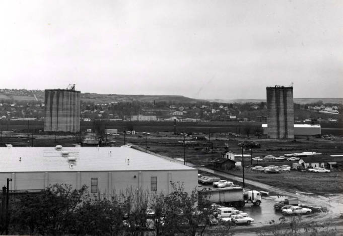 item thumbnail for Lewiston, looking south at two new concrete grain elevators