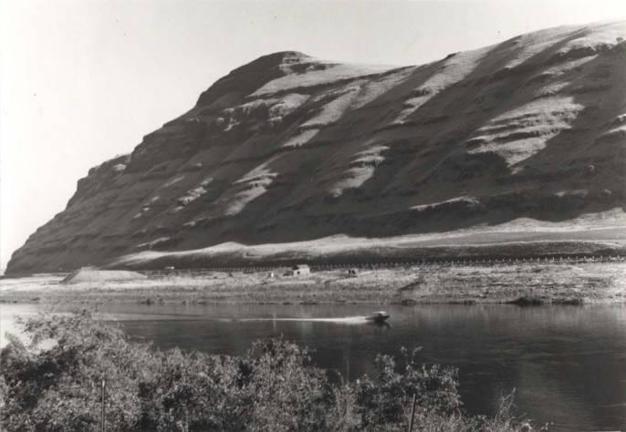 item thumbnail for Motor boat on the Snake River