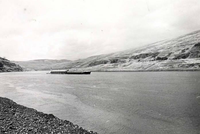 item thumbnail for Tugboat on Snake River [02]