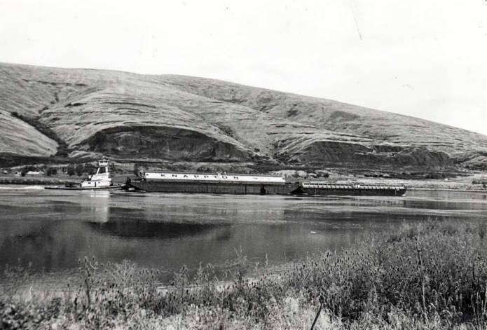 item thumbnail for Tugboat on Snake River [01]