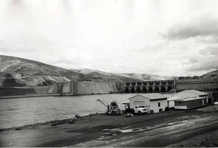 item thumbnail for Lower Granite Dam [04]