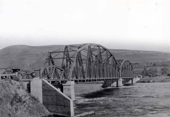 item thumbnail for Highway 127 bridge across Snake River