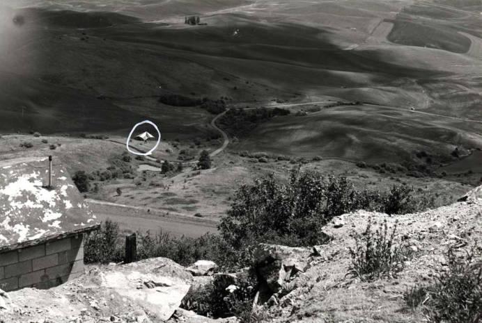item thumbnail for Hang glider near Steptoe Butte
