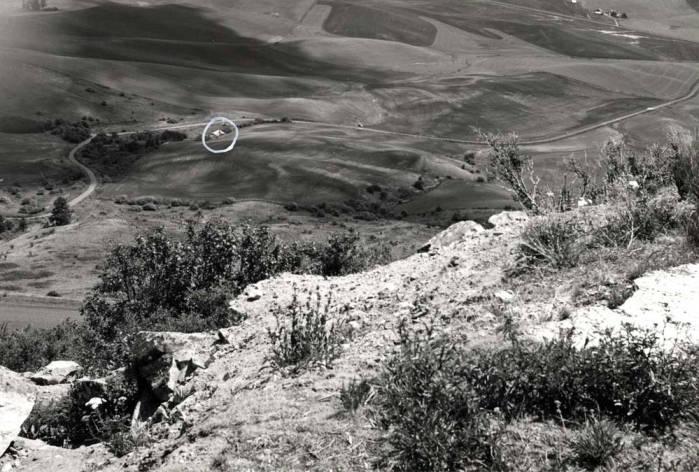 item thumbnail for Kite flier near Steptoe Butte recreation area