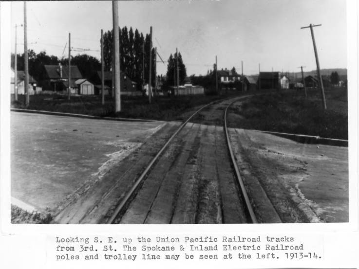 item thumbnail for Looking southeast up the Union Pacific Railroad tracks from Third Street