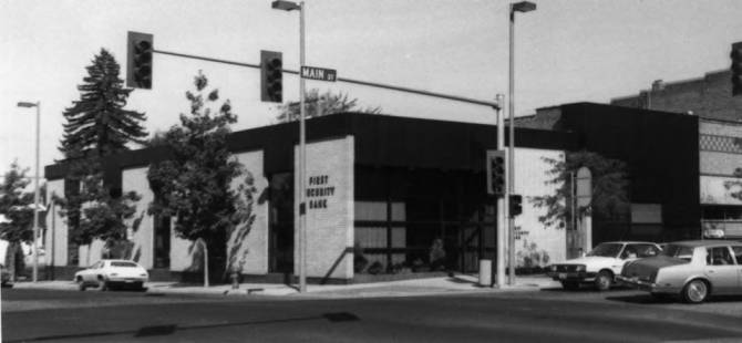 item thumbnail for Northwest corner of Third and Main streets showing side view of First Security Bank