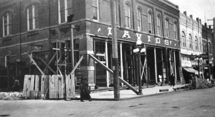 item thumbnail for Remodeling the Davids' building in 1920 inside and outside