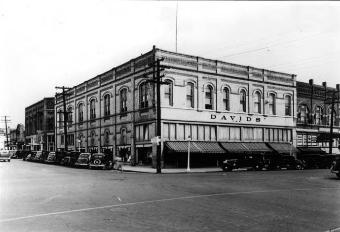 item thumbnail for Davids' 50th anniversary (1896-1946) photograph of store