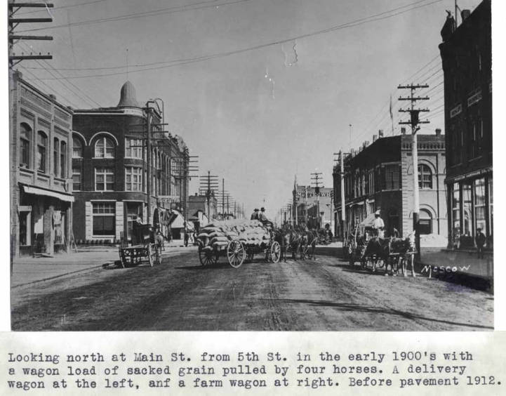 item thumbnail for Looking north at Main Street from 5th Street