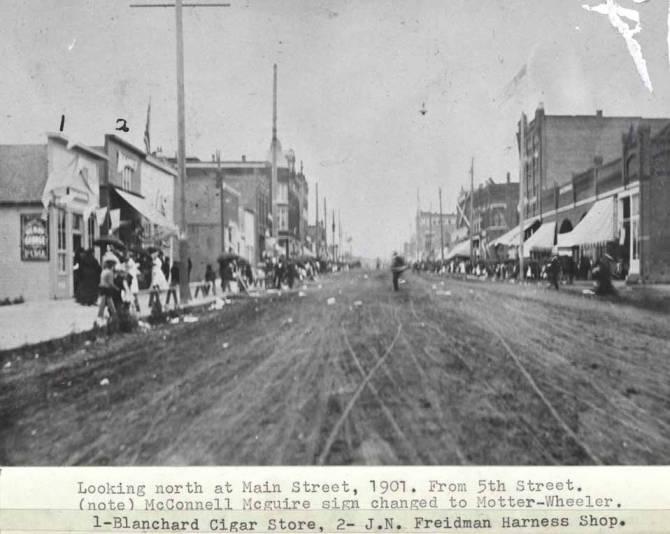 item thumbnail for Looking north at Main Street, 1901