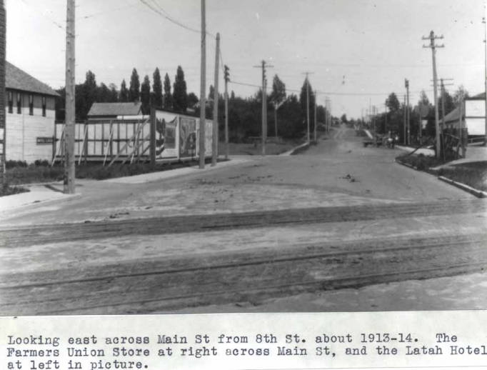 item thumbnail for Looking east across Main Street from Eighth Street, about 1913
