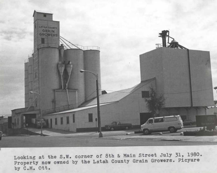 item thumbnail for Looking at the southwest corner of Eighth and Main streets, 1980