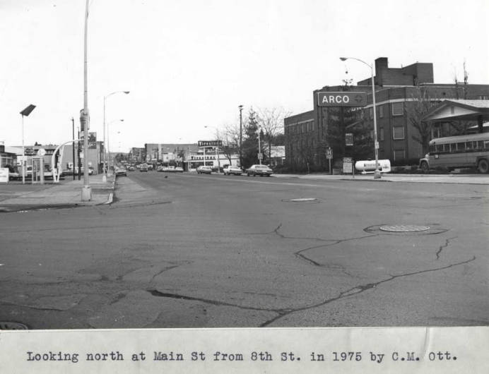 item thumbnail for Looking north at Main Street from Eighth Street in 1975 [02]