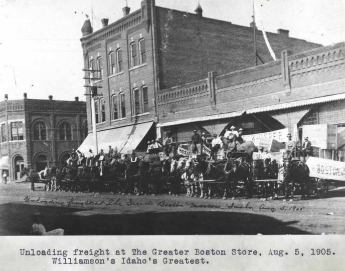 item thumbnail for Unloading freight at the Greater Boston Store, August 5, 1905