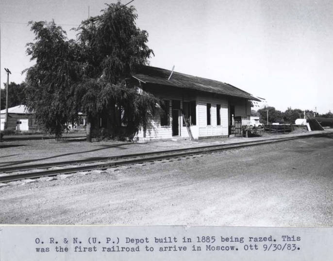 item thumbnail for Oregon Railroad and Navigation Company and Union Pacific Railroad depot