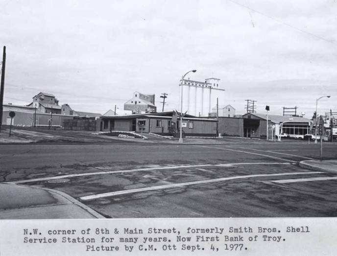 item thumbnail for Northwest corner of Eighth and Main streets