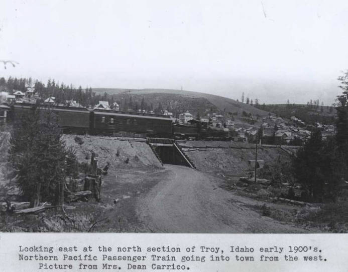 item thumbnail for Looking east at the north section of Troy, Idaho