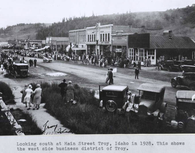 item thumbnail for Looking south at Main Street in Troy, circa 1928