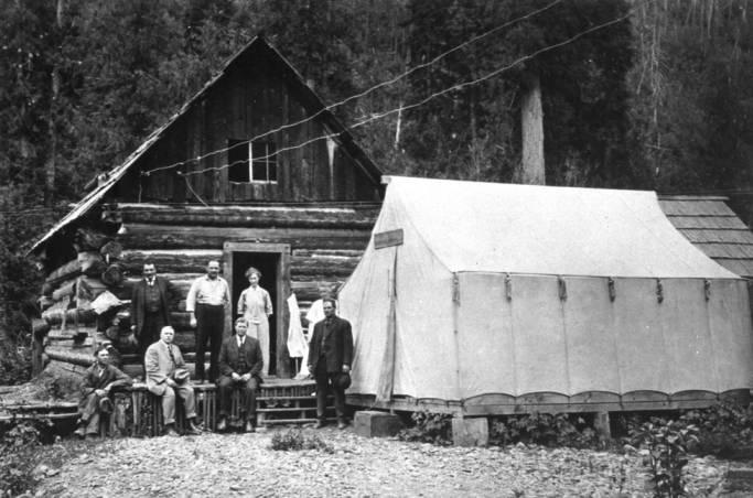 item thumbnail for Log cabin in the Hoodoos [02]