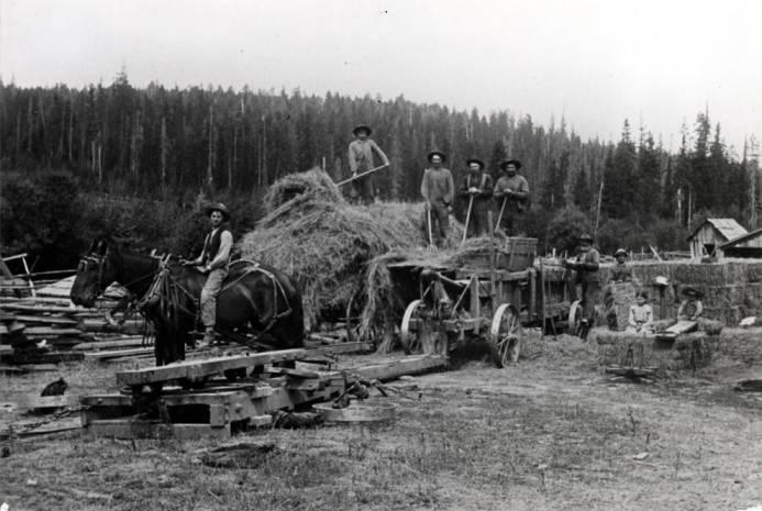 item thumbnail for Byseggar family baling hay