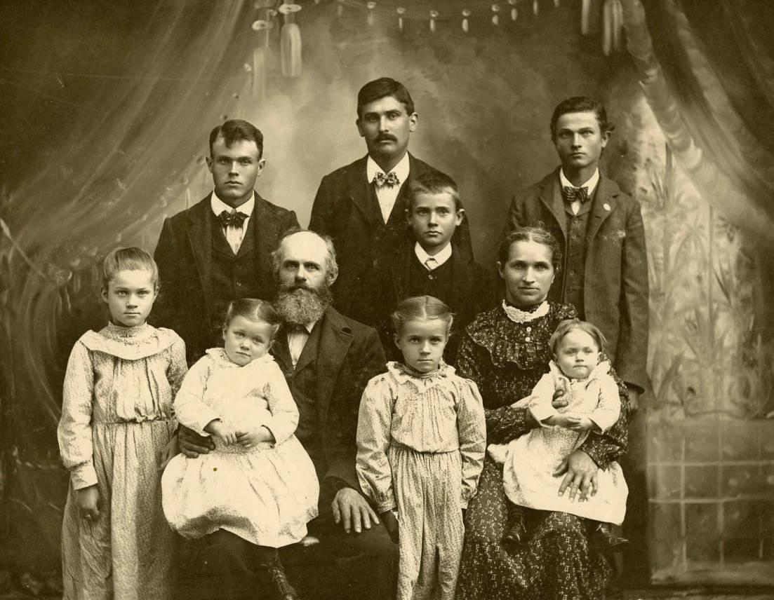 item thumbnail for Fred Bysegger family portrait