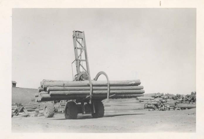 item thumbnail for LeTourneau Log Unloading Machine
