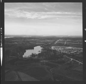 item thumbnail for St. Louis (Mo.) skyline, 1961 [1]