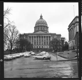 item thumbnail for Jefferson City (Mo.), Capital building, 1961 [1]