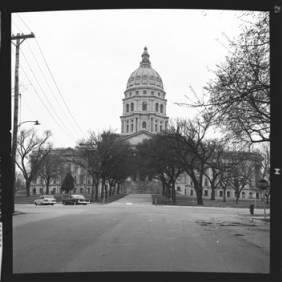 item thumbnail for Topeka (Kan.), Capital building, 1961 [1]