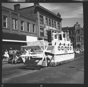item thumbnail for Lewiston (Idaho),  Parade, 1961 [4]