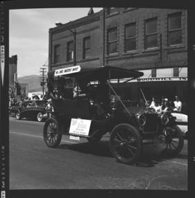 item thumbnail for Lewiston (Idaho),  Parade, 1961 [8]