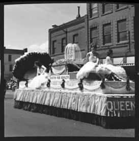 item thumbnail for Lewiston (Idaho),  Parade, 1961 [14]