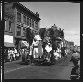 item thumbnail for Lewiston (Idaho),  Parade, 1961 [16]