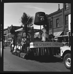 item thumbnail for Lewiston (Idaho),  Parade, 1961 [17]