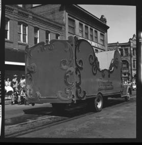 item thumbnail for Lewiston (Idaho),  Parade, 1961 [21]