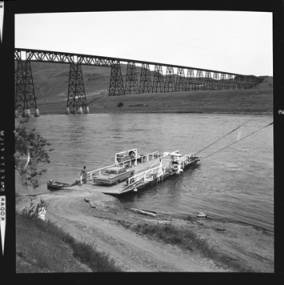 item thumbnail for Lyons Ferry (Wash.), Union Pacific trestle, 1961 [1]
